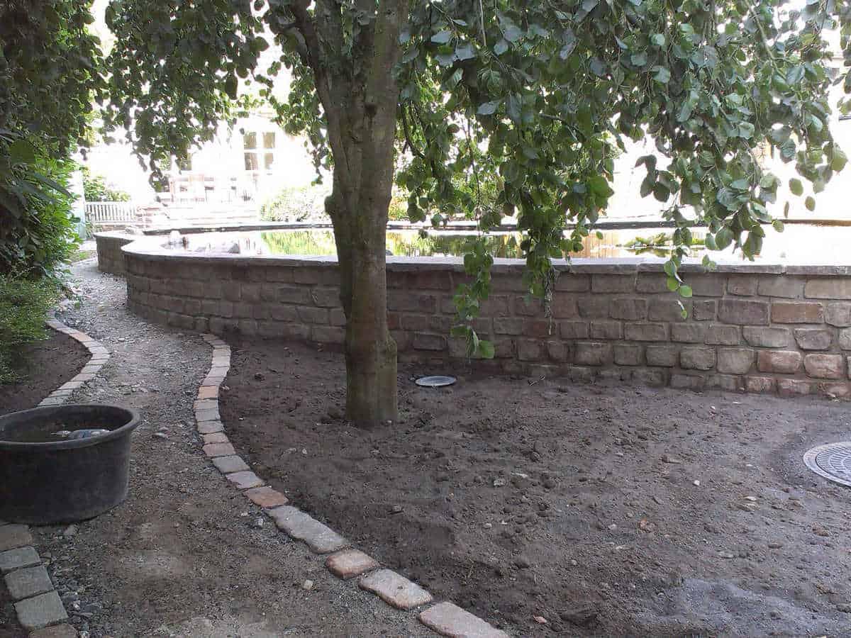 Landschaftsplanung mit viel Stein (2)
