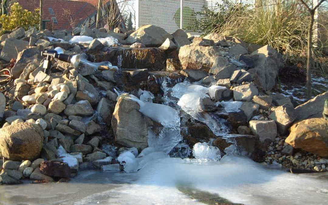 Teichbau mit viel Stein